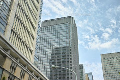 丸の内の高層ビルと空の素材 [FYI00975157]