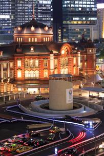 リニューアル後の東京駅 夜景の素材 [FYI00978602]