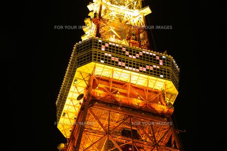 ライトアップされた東京タワーと展望台のハートマークの素材 [FYI00979055]