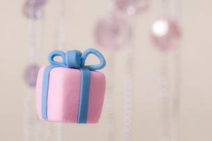 プレゼントボックスの飾りの素材 [FYI00980896]