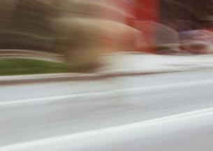 流し撮りした道路の素材 [FYI00981030]