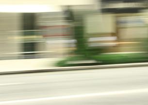 流し撮りした道路の素材 [FYI00981132]