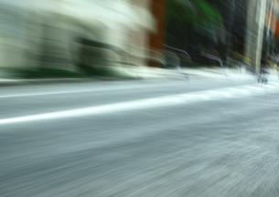 流し撮りした道路の素材 [FYI00981170]