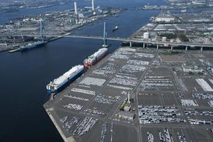空撮:名古屋港の出荷待ちの車の素材 [FYI00982366]