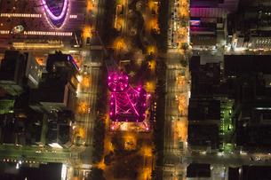 空撮:ピンクライトアップ名古屋テレビ塔の素材 [FYI00982460]