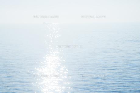 輝く海面の素材 [FYI00983703]