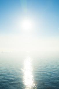 輝く空と海面の素材 [FYI00983788]