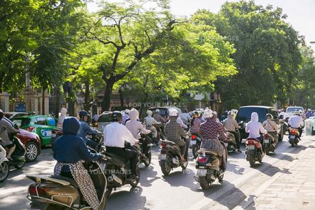 ベトナムのバイクの風景の写真素材 [FYI00986373]