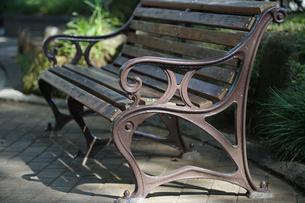 公園のベンチの写真素材 [FYI00986386]