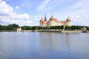 モーリッツブルク城(ドイツ・ザクセン州ドレスデン郊外)の写真素材 [FYI00986526]