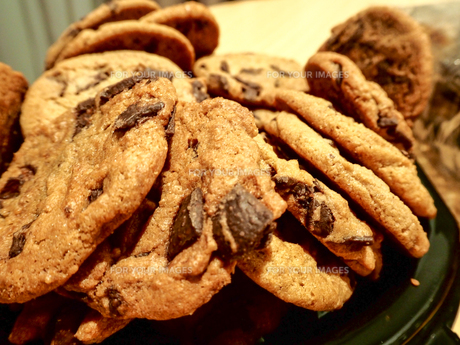 チョコチップクッキーの写真素材 [FYI00987543]