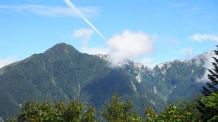 飛行機雲 空の写真素材 [FYI00987558]