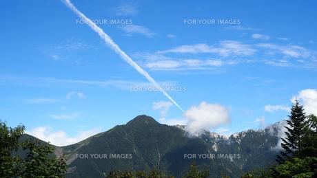 飛行機雲 空の写真素材 [FYI00987559]