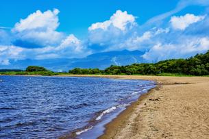 湖の砂浜の写真素材 [FYI00987804]