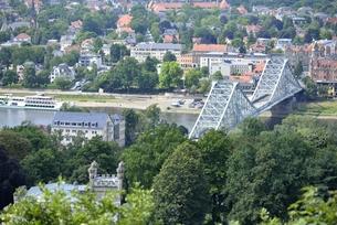 ブルーワンダーブリッジ(ドイツ・ドレスデン)の写真素材 [FYI00987831]