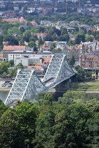 ブルーワンダーブリッジ(ドイツ・ドレスデン)の写真素材 [FYI00987832]