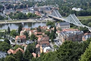 ブルーワンダーブリッジ(ドイツ・ドレスデン)の写真素材 [FYI00987833]