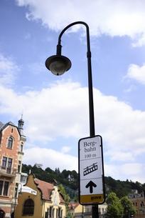 ベルクバーンの案内標識(ドイツ・ドレスデン)の写真素材 [FYI00987843]