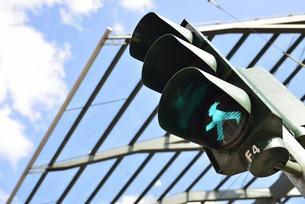 旧東ドイツ時代の歩行者信号(ドイツ・ドレスデン・ポストプラッツ交差点)の写真素材 [FYI00987847]