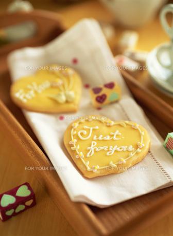 バレンタインデーのハート型クッキーの素材 [FYI00989544]
