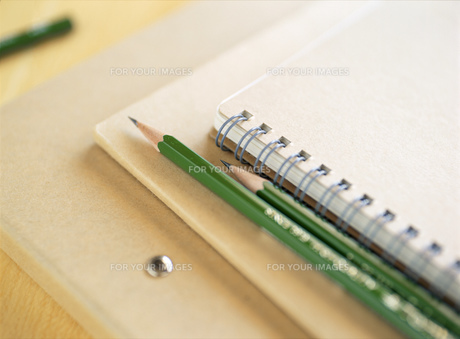 バインダーとノートと鉛筆の素材 [FYI00989604]
