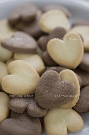 バレンタインのハートクッキーとリボンの素材 [FYI00989805]