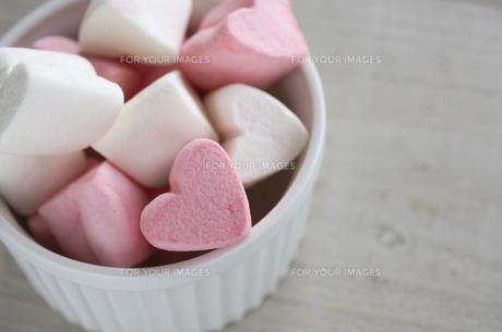 バレンタインのハートマシュマロの素材 [FYI00989847]