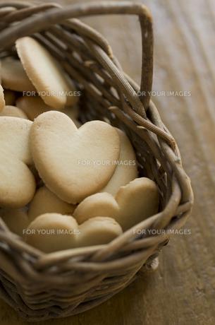 バレンタインのハートクッキーとリボンの素材 [FYI00989900]