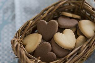 バレンタインのハートクッキーとリボンの素材 [FYI00989911]