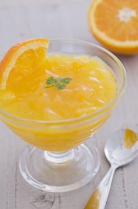 オレンジのゼリーとセルフィーユの素材 [FYI00990039]