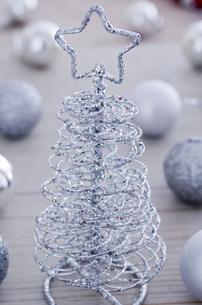 クリスマスツリーとキャンドルのクリスマスイメージの素材 [FYI00990312]
