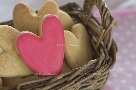 ハートのバレンタインアイシングクッキーの素材 [FYI00990331]
