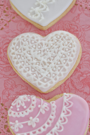 ハートのバレンタインアイシングクッキーの素材 [FYI00990395]
