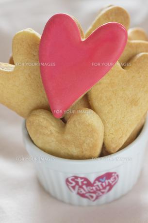 ハートのバレンタインアイシングクッキーの素材 [FYI00990398]