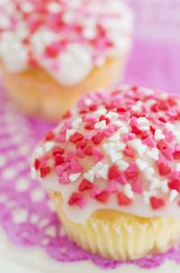 ハートのバレンタインアイシングカップケーキの素材 [FYI00990443]