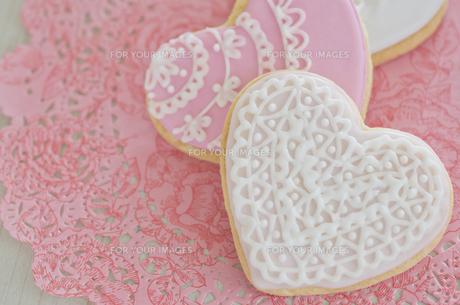 ハートのバレンタインアイシングクッキーの素材 [FYI00990449]