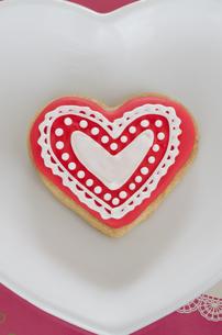 ハートのバレンタインアイシングクッキーの素材 [FYI00990463]