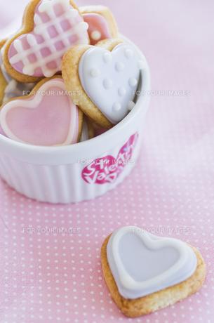 ハートのバレンタインアイシングクッキーの素材 [FYI00990477]