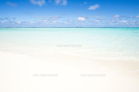 砂浜と波の素材 [FYI00993337]