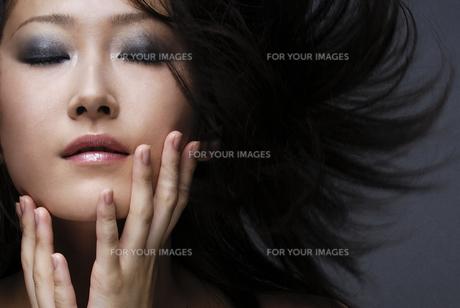 ビューティーイメージ メイクアップした女性の素材 [FYI00993711]