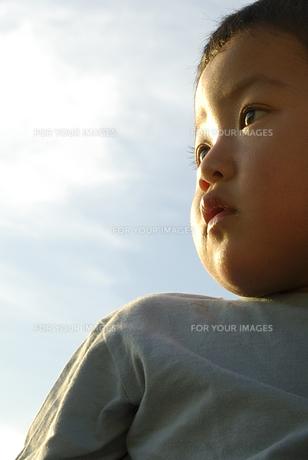 子供の横顔の素材 [FYI00993766]
