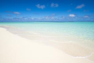 砂浜と波の素材 [FYI00993811]