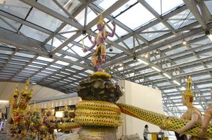 バンコク国際空港内の装飾品の素材 [FYI00997658]