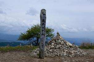 高ボッチ山の標識とケルンの素材 [FYI00999075]