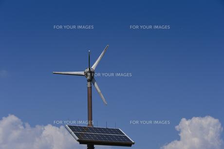 昭和の森の太陽光発電の風車の素材 [FYI01001165]