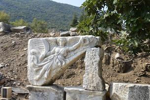 エフェソス遺跡群 勝利の女神ニケのレリーフの素材 [FYI01001712]