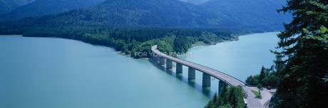 シルフェンシュタイン湖と橋の素材 [FYI01004211]
