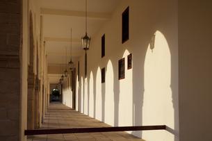 霊廟ホールの廊下の素材 [FYI01005741]
