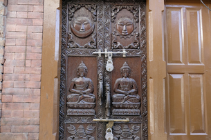 民家の玄関入り口の素材 [FYI01007556]