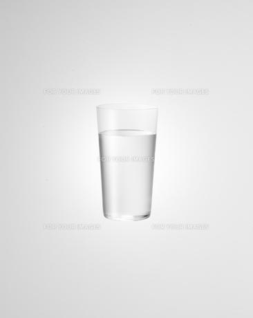 グラスに入った水の素材 [FYI01008612]